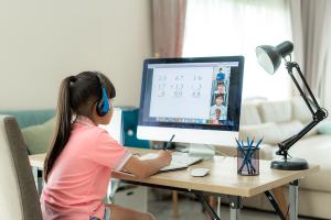 ALUMNA 300x200 - Beneficios de aprender de la mano de las TIC