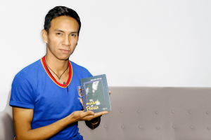 ARNOLD 300x200 - Arnold Paiva: El escritor apasionado